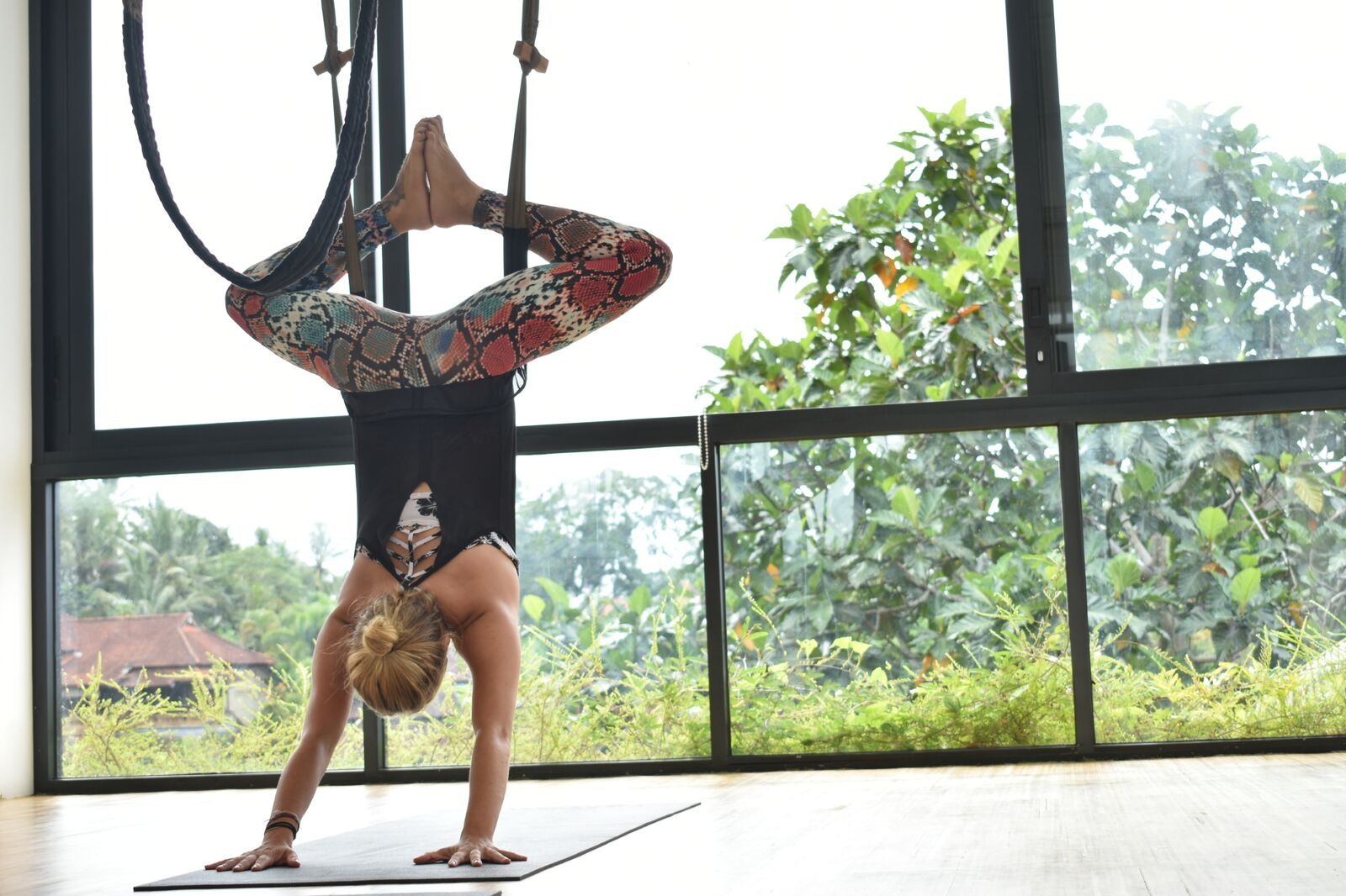 Aerial Fly High Yoga